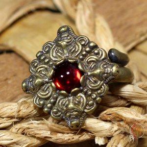 Кольцо Бычки с чешским стеклом