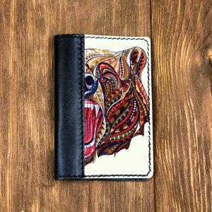 Кожаная обложка для паспорта. Медведь в красках
