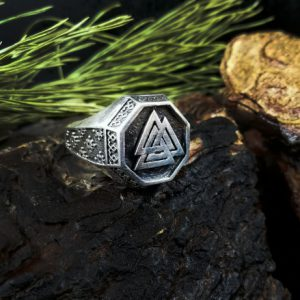 Перстень Валькнут с рунами
