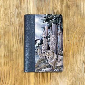 Кожаная обложка для паспорта. Волки в лесу