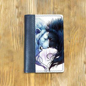 Кожаная обложка для паспорта. Львы день и ночь